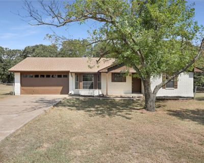 1704 Willow Wood Dr, Azle, TX 76020