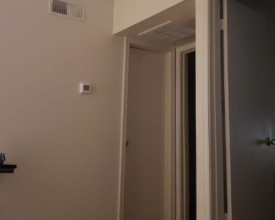 Private room with shared bathroom - Albuquerque , NM 87108