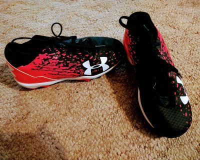 Under Armour size 1Y Baseball/Softball Cleats. NWOT $15 Smoke free home