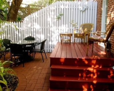 Spacious Truman Annex End Unit Townhouse /Side Courtyard - Old Town Key West
