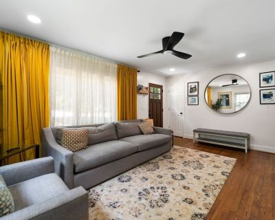 Charming Cottage for Pets, Family, & Work - Chamblee