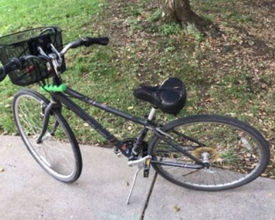 Raleigh bike with detachable front basket; lock+chain+helmet included