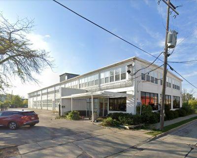Multi-tenant Flex Facility For Sale