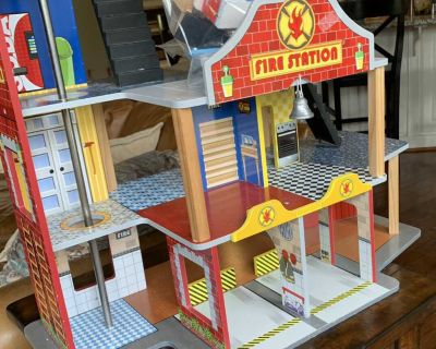 Kidcraft fire station play house