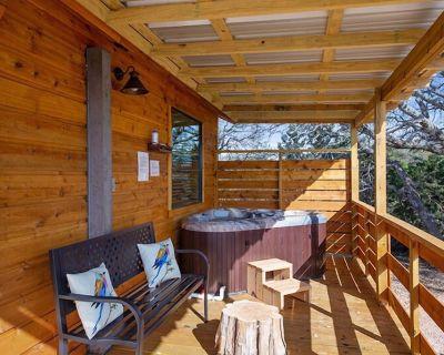Whitetail Oaks Casa del Sol | Private Hot Tub | Full Kitchen | Hill country views - Llano