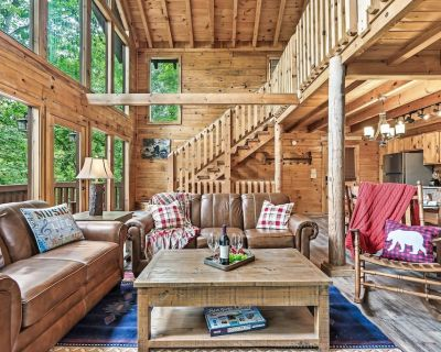 Spacious Cabin With Sauna, Hot Tub, Foosball Table and Pool Table - Pigeon Forge