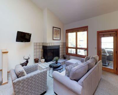 3 Bedroom + Den Condo, Grand Hyatt Amenities - Cascade Village