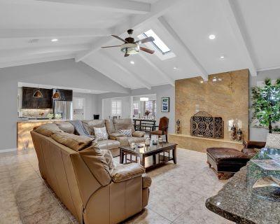 New! Stunning Home w/Firepit&Grill - Fredericksburg