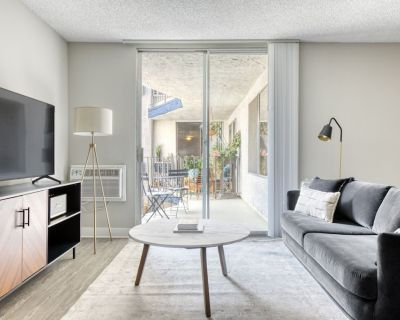 Luxe West Hollywood 1BR w/ Pool & Gym, walk to Sunset Blvd, by Blueground - Tri-West