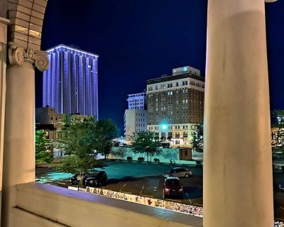 Stylish City View Balcony Downtown Center Suite 1 with Thoughtful Touches - Downtown Little Rock