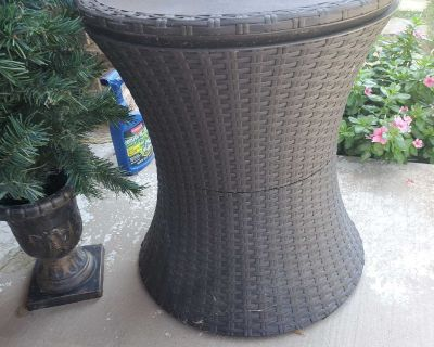 Patio Table/Ice chest