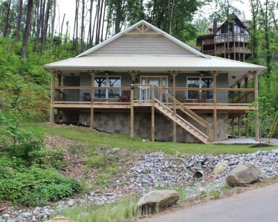 New! Built in 2018 this is a charming, spacious chalet that sleeps 6! - Chalet Village North