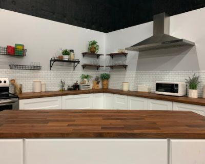 Spacious Urban Studio Medium Size Kitchen Set, Los Angeles, CA
