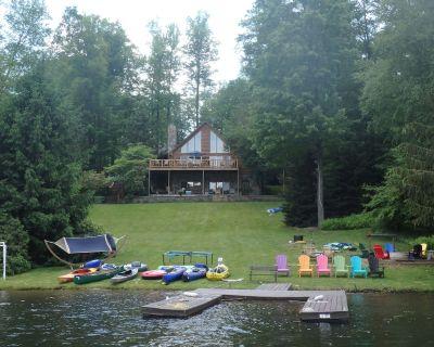Lakefront Log Home with large porch, yard, firepit, kayaks/canoes, wifi, DirecTV - Treasure Lake