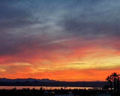 My Sunset Home Away From Home; 2 miles from launch ramps/beaches - Lake Havasu City