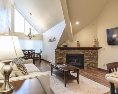 New to Market! Park City Resort Base, Ski In/Out, Pool, Hot Tub, Restaurants! Free Bus to Main St. - Park City