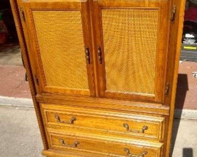 Nice 5 Drawer Chest / Cabinet!