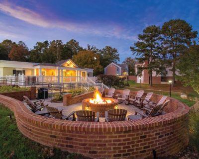 Historic Williamsburg VA Large 2 Bedroom Condo in Luxury Resort - York