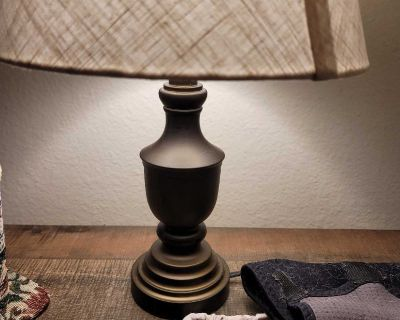 Matching table lamps.