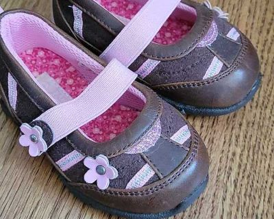 GUC toddler size 4 shoes