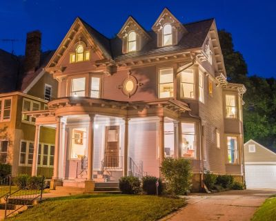 A MUST SEE!! 1897 HISTORIC VICTORIAN/ FANTASTIC SAFE AREA/ 5 STAR AREA - Upper East Side