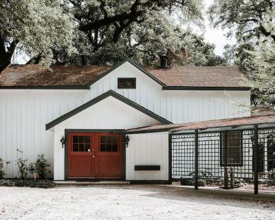 Carriage House - Louisiana Room - Lafayette