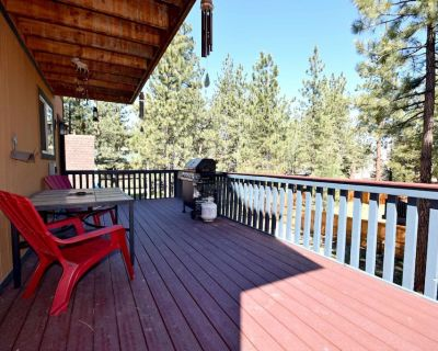 Forest Hollow: Close to Marinas! Hiking Trails! Internet! Bumper Pool! Central Heat! - Big Bear Lake