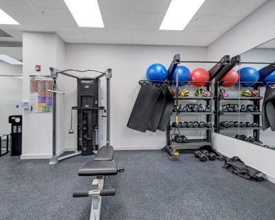 NEW Charming 2 BDR Suite Elevator Gym Rooftop Patio Coffee Wifi - Southwest Center City