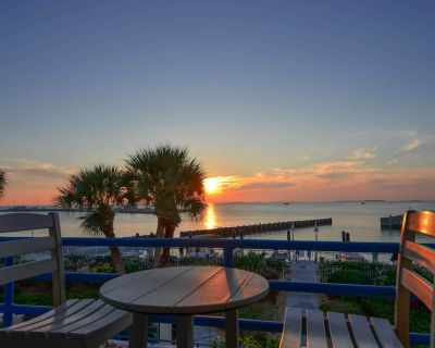 Spacious, waterfront condo w/ a full kitchen, shared pool, & furnished balcony - Old Town Key West