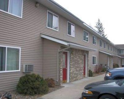 1063 E Cascade Ave, River Falls, WI 54022 3 Bedroom Apartment
