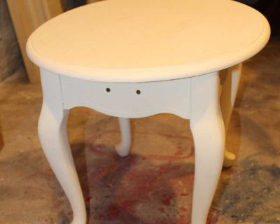 Small side/end table
