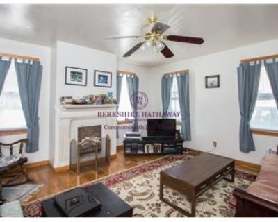 Room for rent in a 3 bedroom house.