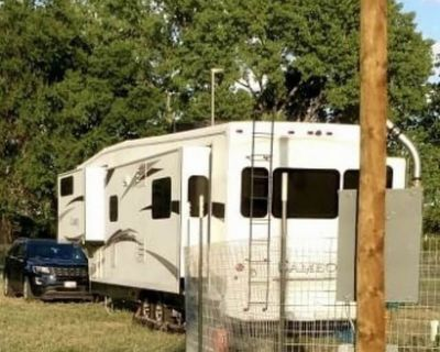 2011 Carriage Cameo 37RE3 Fifth Wheel RV 37' Sleeps 4 37RE3