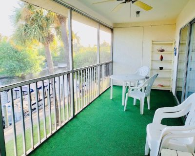 55+ condo community with easy access to all Cape Coral ammenities - Caloosahatchee