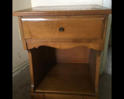 Queen size bed and matching chest drawers, nightstand