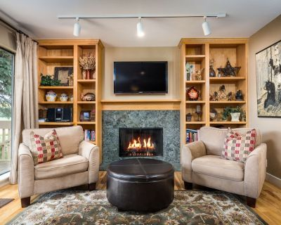 Cozy Condo w/ Hot Tub, Great Views of Canyons Mt & Golf Course, on Free BusRoute - Park Meadows