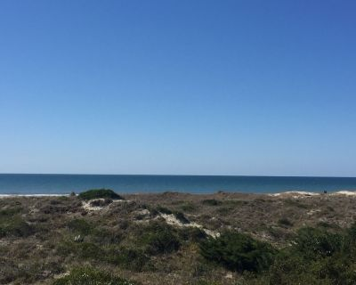 Oceanfront Condo - Perfect For A Couple/family Looking To Relax/ Enjoy The Area - Atlantic Beach