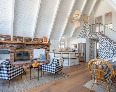 Mountain-View A-Frame   Updated Interior, 2 Living Areas, Decks & Fireplace - Lake Arrowhead