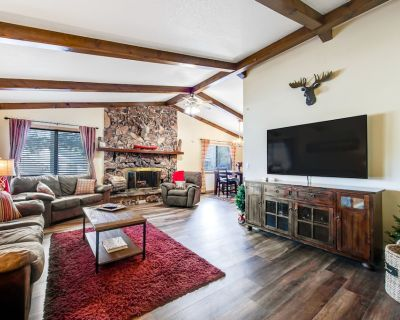 Family-sized home with game rooms, wood fireplace, backyard, patio, & grill - Big Bear Lake