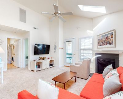 Clearwater house w/ gas grill, outdoor shower & community pool and tennis - Clearwater