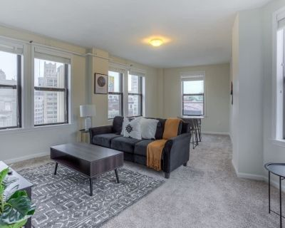 Bright 1 BR Apt Close to Everything Downtown - Downtown Detroit