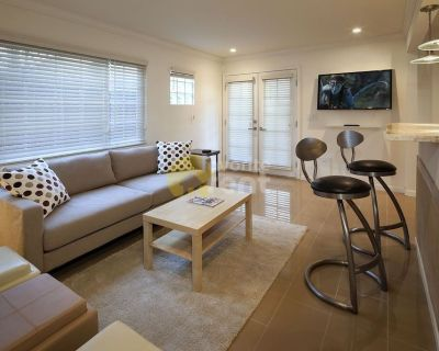 1 bedroom 1 full bath townhome in Los Angeles