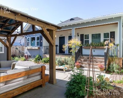 AMAZING NELA LOCATION - HIGHLAND PARK & MT.WASHINGTON ADJACENT   SWEET UPDATED DUPLEX W/ DUAL MASTERS   OUTDOOR LOUNGE W/ BBQ & SEATING   GATED PARKING INCLUDED