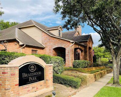 2255 Braeswood Park Drive #152, Houston, TX 77030