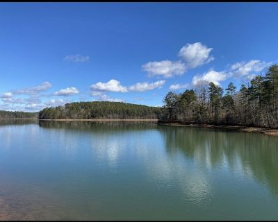"""""""Lake Hartwell, Waterfront Cottage with Views"""" - Townville"""