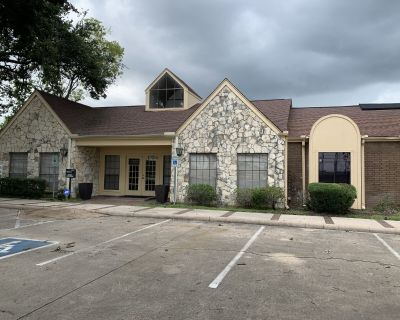 1,384 SF For Lease