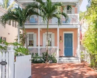 Tropical paradise located half a block from Duval Street in Bahama Village. - Downtown Key West