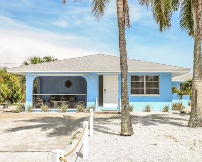 Proximity to the beach, bright and airy, tastefully decorated in a beachy motif, and pet friendly for dogs, best describes this 2 bedroom, 2 bath duplex on a corner lot. - Mid Island