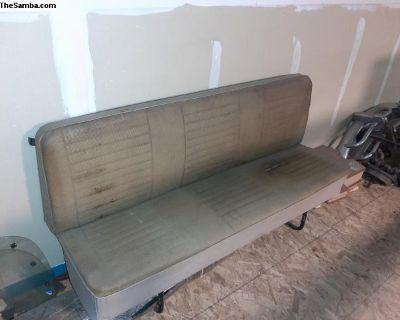 Bay window rear seat