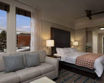 Guest room at the Marriott Summit Watch with one king and sofa bed. - Downtown Park City